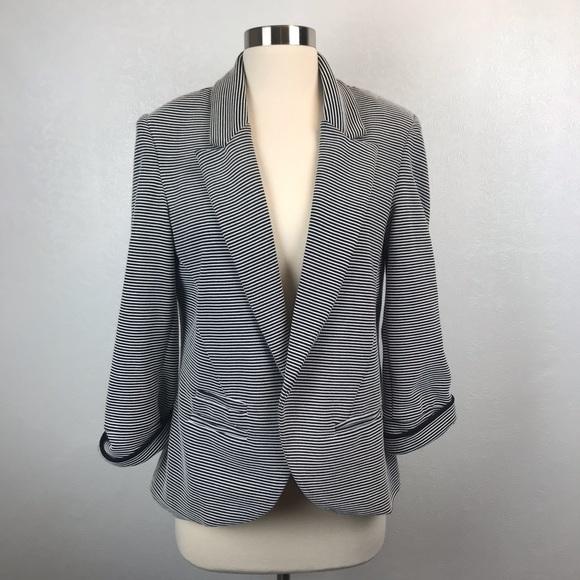 Willow & Clay Jackets & Blazers - ❤️ Willow & Clay Striped Blazer Size Large